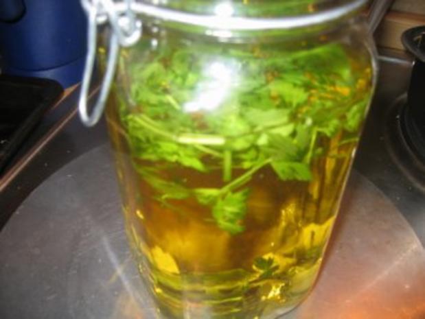 Verschiedenes: Liebstöckel-Knoblauch-Öl - Rezept