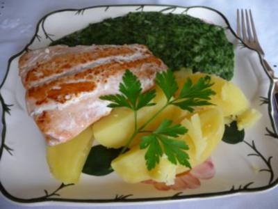 Fisch : Seelachfilet an Spinat mit Salzkartoffeln - Rezept