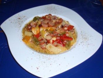 Bunter Gemüseauflauf mit Würstchen und Landkäse aus dem Backofen - Rezept