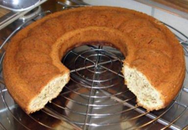 Rezept: Zucchini - Walnuss - Kuchen