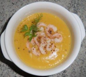 * Möhren-Kartoffelsuppe mit Krabben * - Rezept