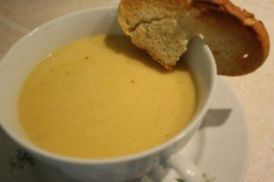 Kürbis-Weinrahm-Suppe - Rezept