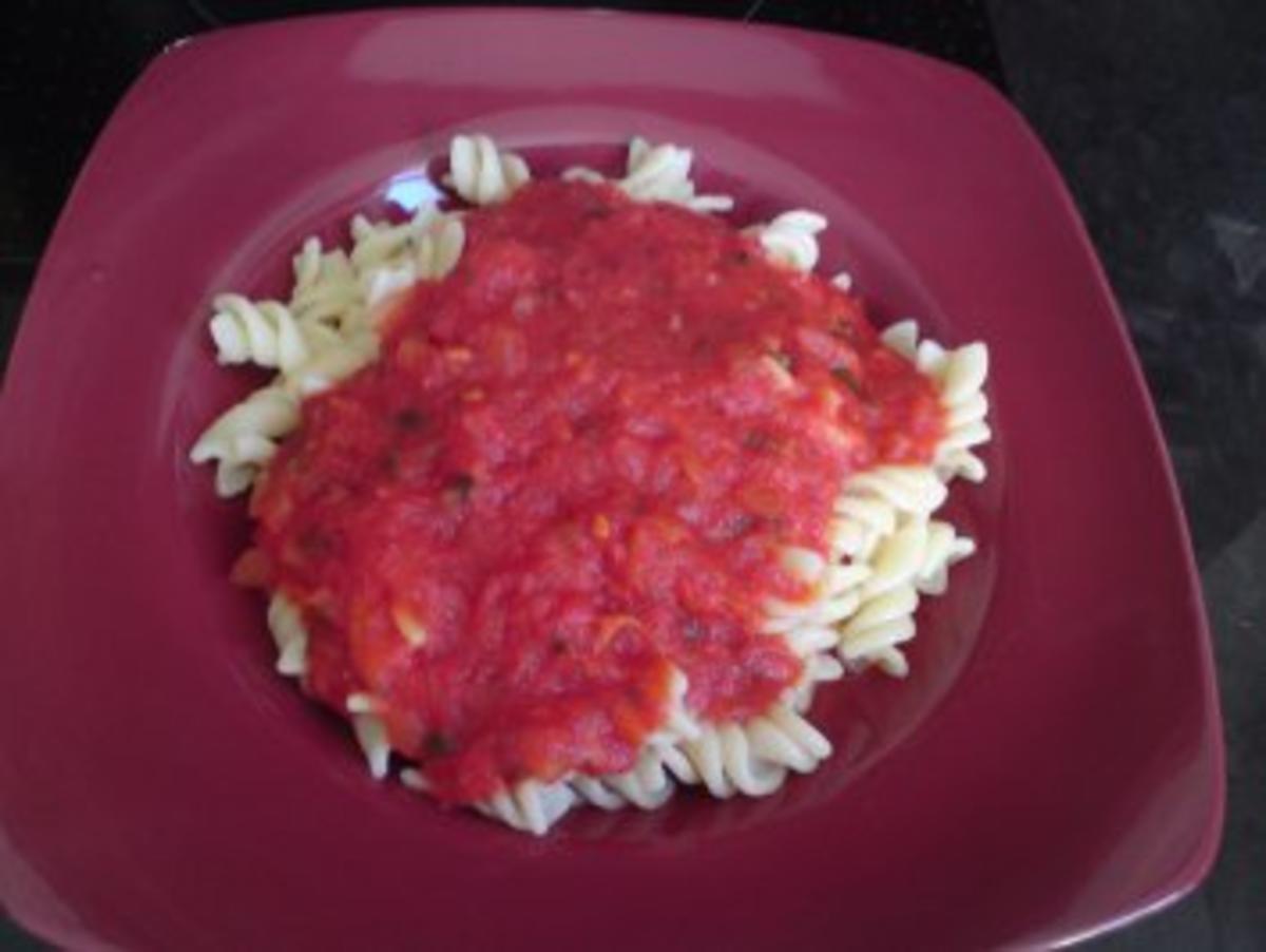 Bilder für Nudeln mit Tomatensoße - Rezept