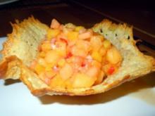 Pfirsich-Salsa im Parmesamkörbchen - Rezept