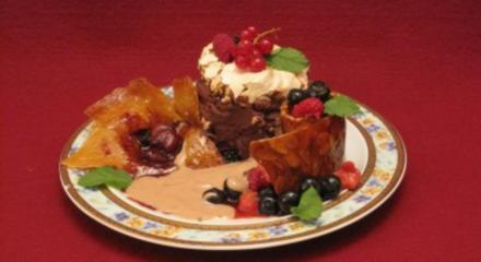 Fruchttörtchen mit Baiser, Ganache Creme und Honig-Rosmarin-Sabayonne - Rezept