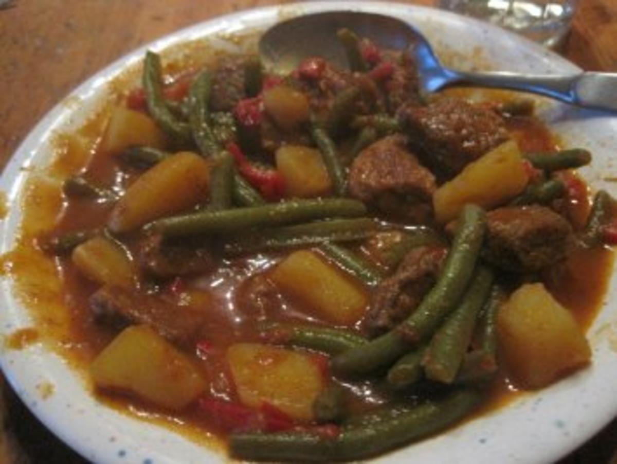 Rindfleischeintopf mit grünen Bohnen und Kartoffeln