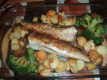 Seehecht nach Müllerinart mit Bratkartoffeln und Broccoli - Rezept