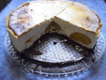 Pfirsich-Käsekuchen mit Schokoboden - Rezept