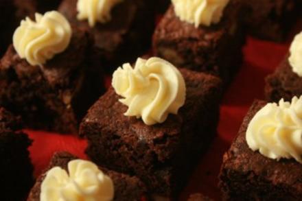 Karamell-Brownies mit Frischkäse-Topping - Rezept