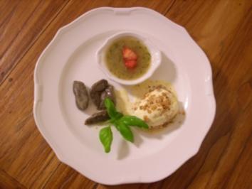 Mohnschupfis auf Basilikum-Rhabarberkompott mit Krokanteis - Rezept