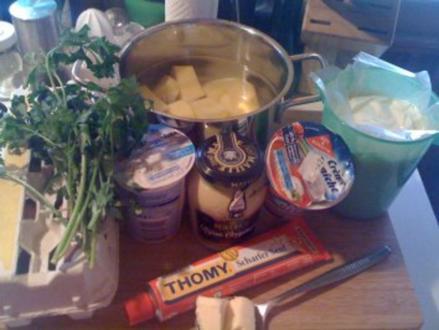 Gekochte Eier in Senfsauce un Petersilienkartoffeln - Rezept