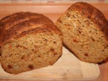 Thunfisch-Tomaten-Zwiebel-Käse-Brot - Rezept