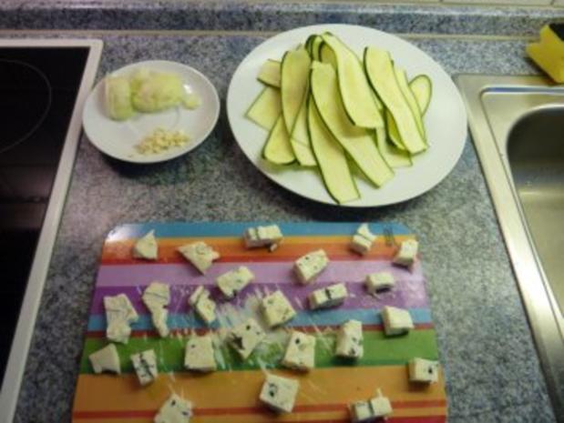 Zucchini-Nudeln mit Gorgonzolasoße - Rezept - Bild Nr. 2