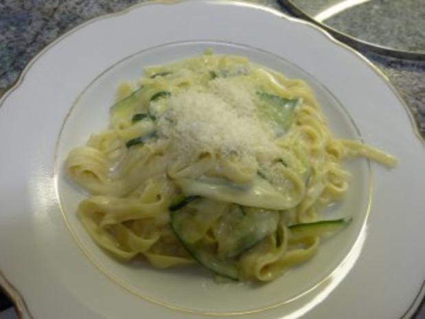 Zucchini-Nudeln mit Gorgonzolasoße - Rezept