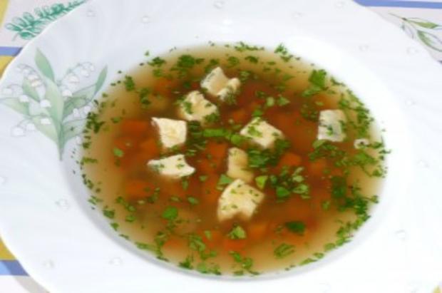 Klare Gemüsesuppe mit Eierstich - Rezept
