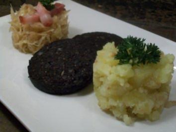 westfälischer Blutkuchen, gestovte Kartoffeln und geschmortes Fasskraut - Rezept