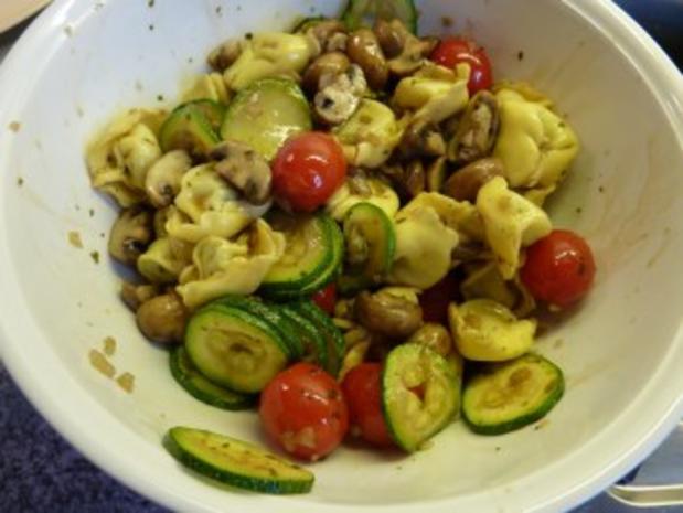 Italienischer Tortellini-Salat - Rezept - Bild Nr. 7