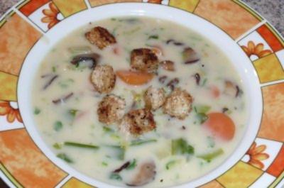 Süppchen: Gemüsesuppe mit gedünsteten Champignons - Rezept