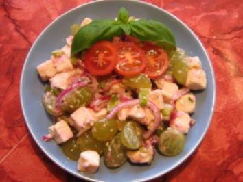 Fetasalat mit Weintrauben und roten Zwiebeln - Rezept