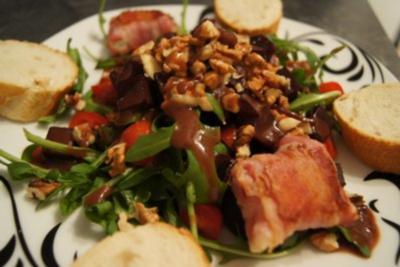 Ziegenkäse im Speckmantel auf Rucola mit Cranberryvinaigrette - Rezept