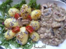 Champignons in Schinken-Zwiebelrahm an Salzkartoffeln - Rezept
