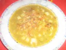 Champignon-Broccolisüppchen mit Nudeleinlage und Röstzwiebeln - Rezept