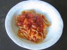 Tagliatelle mit scharfer Tomatensoße - Rezept