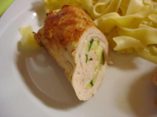 Puten-Zucchini-Involtini mit Bandnudeln - Rezept