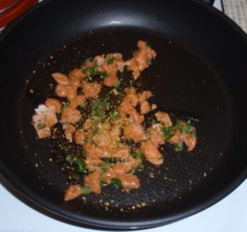 Irische Lachsspießchen mit Spinatnudeln und Grilltomaten - Rezept - Bild Nr. 4