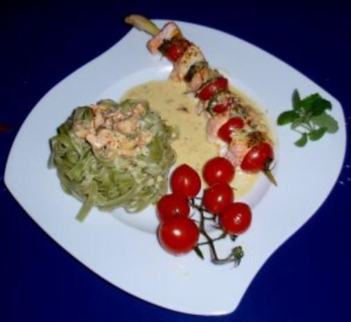 Irische Lachsspießchen mit Spinatnudeln und Grilltomaten - Rezept - Bild Nr. 9