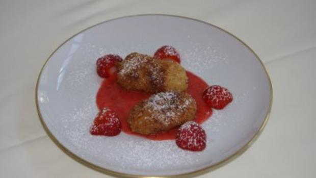 Topfen-Nockerl mit Erdbeersoße (Christina Lugner) - Rezept