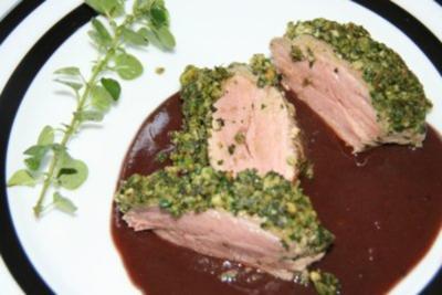 Lamm: Lammlachse mit Kräutern und Rotweinsauce - Rezept