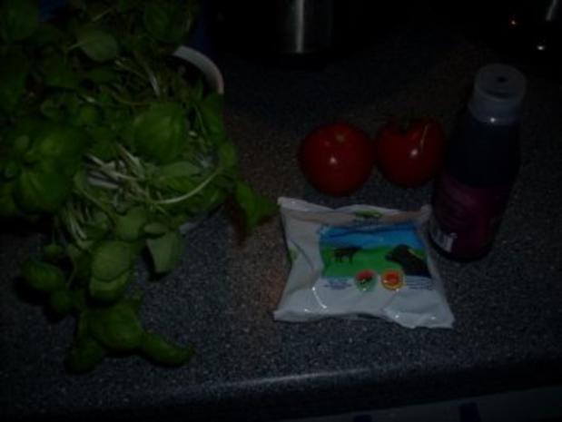 Tomatensalat mit Büffelmozzarella und frischen Basilikum - Rezept - Bild Nr. 2