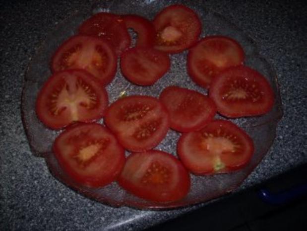 Tomatensalat mit Büffelmozzarella und frischen Basilikum - Rezept - Bild Nr. 3