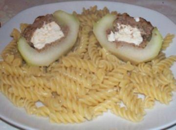 Kohlrabi mit Hackfleisch und Schafskäse gefüllt - Rezept