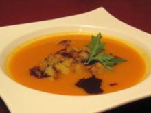 Kürbissuppe mit Zimtcroûtons - Rezept