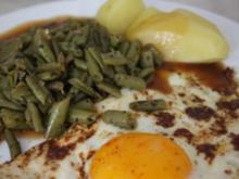 Vegetarisch: Bohnen-Kräuter-Pfanne mit Speigelei und Salzkartoffeln - Rezept