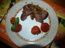 Rinderhüftsteaks mit Röstzwiebeln und geschmolzenen Tomaten - Rezept