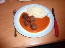Hackbällchen in Paprika-Tomatensoße - Rezept