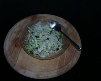 Salat: Weisskraut mit Gurke - Rezept