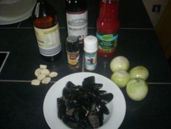 MIesmuscheln in Tomaten-Rotweinsud - Rezept