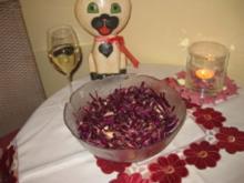 Blaukrautsalat mit Speck und Hirtenkäse - Rezept