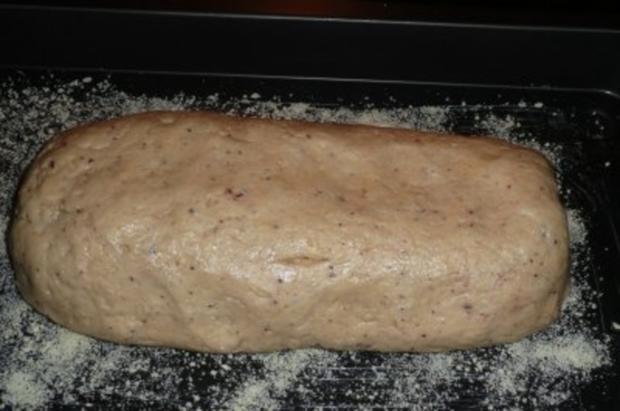 Kuchen: Quark -  Stollen mit Beerenzucker und Mandeln - Rezept - Bild Nr. 4