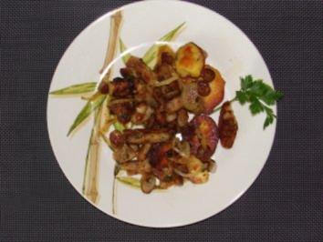 Salat : Warmer Bratkartoffel-Bratknödel-Bratwurstsalat - Rezept