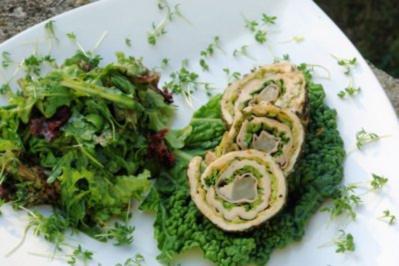 Grün gehaltene Putenrolle mit Sommerblattsalat! - Rezept