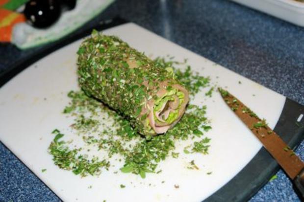 Grün gehaltene Putenrolle mit Sommerblattsalat! - Rezept - Bild Nr. 2