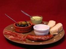Argentinische Bratwurst mit Serranoschinken, Oliven, Aioli und Brot (Frank Fussbroich) - Rezept