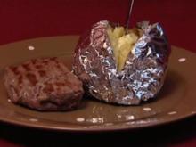 Lomo-Filetsteak mit Folienkartoffel und Kräuterbutter (Frank Fussbroich) - Rezept