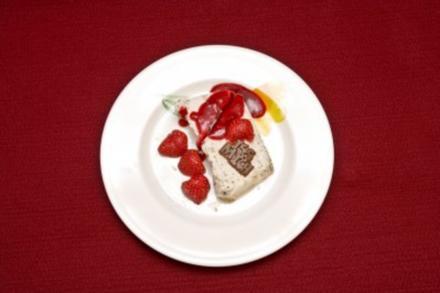 Schokosahnespeise mit geraspelten Mandeln und Baiser (Aleksandra Bechtel) - Rezept