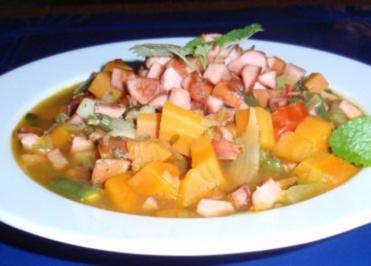 Karotten-Gemüse-Eintopf mit gebratenen Würstchenwürfel - Rezept